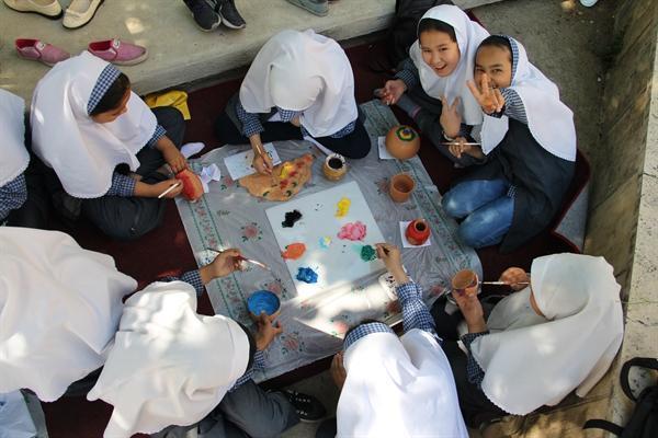 برپایی کارگاه آموزشی شیشه و سفال برای بچه ها در موزه آبگینه