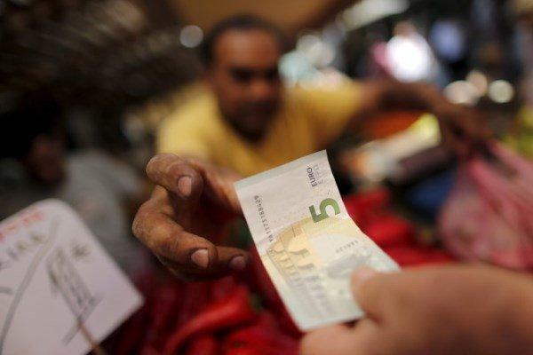 قیمت رسمی یورو 296 ریال کاهش یافت، نرخ دلار بالا رفت