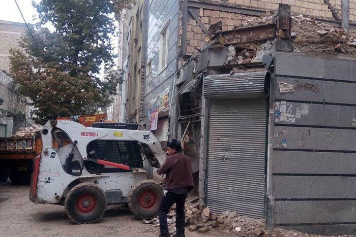 تخریب ساختمان 3 طبقه فرسوده برای حفظ جان شهروندان