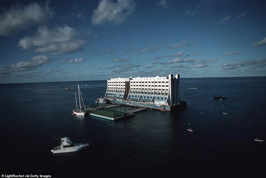 هتل شناوری که از استرالیا به کره شمالی رسید!
