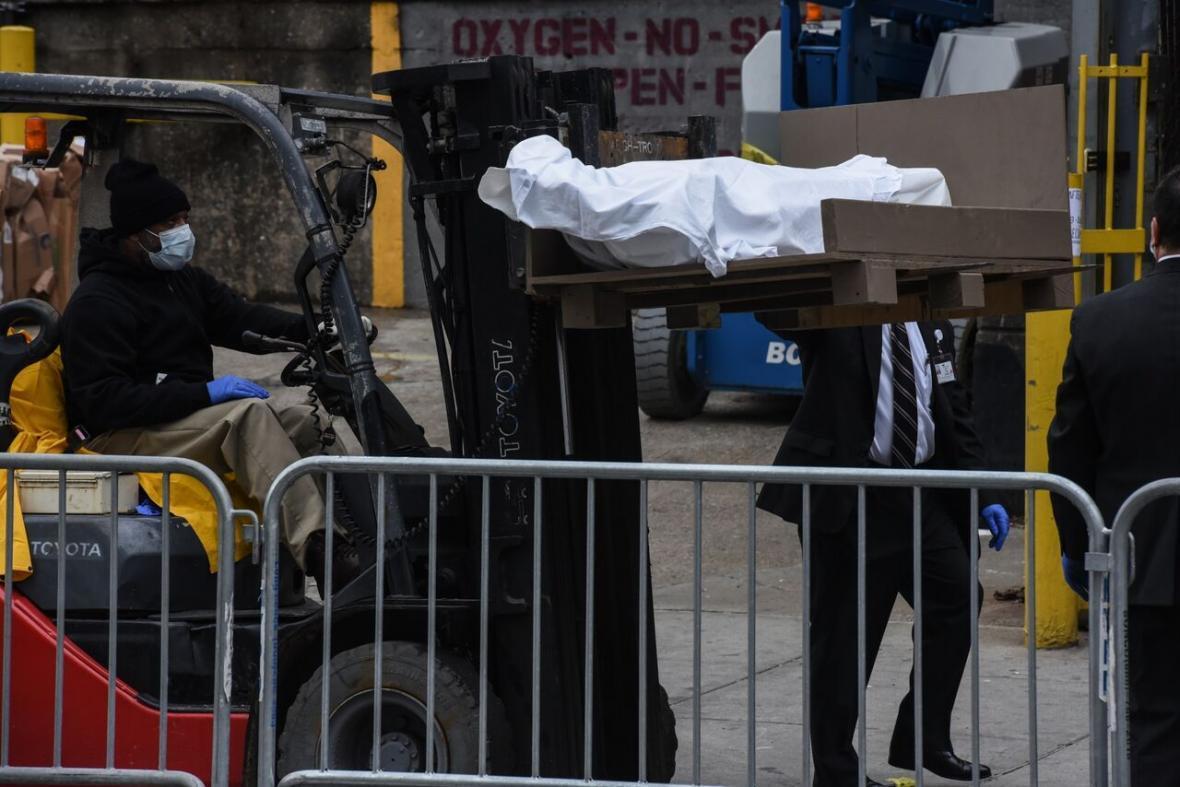 خبرنگاران تهیه 100 هزار کیسه جسد برای جانباختگان کرونا توسط پنتاگون
